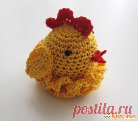 Пасхальные поделки своими руками: вязаный чехол для яйца «Курочка»