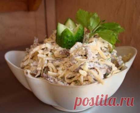 Мясной салат с крахмальными блинчиками