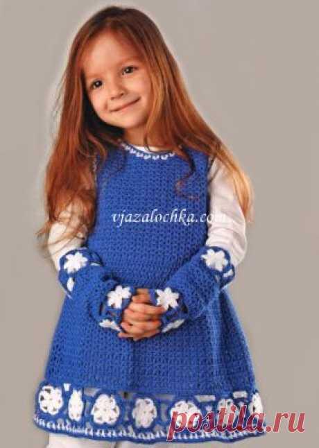 Платье и митенки с каймой из мотивов на 3-4 года