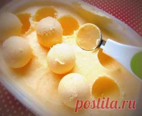 Вкусное Мандариновое Мороженое  Этот способ приготовления домашнего мороженого невероятно прост! Например, я делала с малиной, смородиной, шоколадом и вот теперь с мандаринами! А можно с апельсинами, ананасами, персиками, манго,да с чем угодно)) куда заведёт ваша фантазия))  2. Домашнее Мороженое 3. Творожный Торт на сковороде