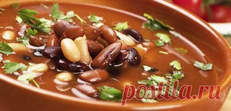 Фасолевый суп – 6 простых и вкусных рецептов — Бабушкины секреты Фасоль необходимо включать в рацион 1-2 раза в неделю. Супы, приготовленные из фасоли, ароматны, наваристы и полезны. Чтобы фасоль получилась мягкой при варке, нужно замочить её в холодной воде на 10 часов или на сутки. Для быстрых супов подойдёт консервированная фасоль, которая удобна на даче, пикниках и в путешествиях.