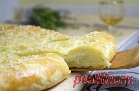 Лепешка из творожного теста с сыром.