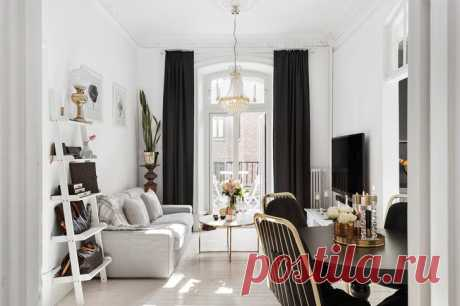 Black-and-white interior of the apartment in the Gothenburg which precisely will be pleasant to women. All is rather laconic in the apartment, and existence of gold details adds chic