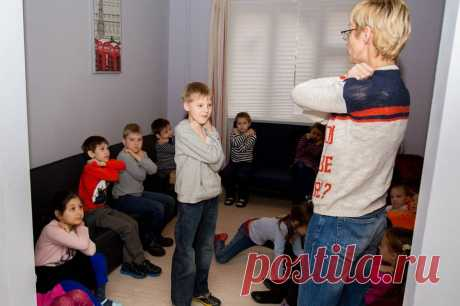 """If the fire ran high: 3 rules to which you are simply obliged to teach the children! \u000d\u000aIt can rescue them.\u000d\u000aThere are 3 saving rules how to escape if the fire suddenly began, the School of safety for children and parents of """"Стоп Угроза&quot reports;.\u000d\u000aHead of school Leah Sharova insistently pr …"""