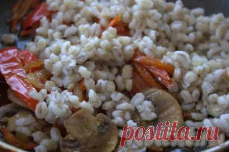 Перловка с шампиньонами, луком и морковью - 13 пошаговых фото в рецепте