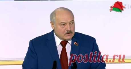 12-2-21-«Что вы там паритесь по этим айфонам». Лукашенко призвал отказаться от смартфонов По словам президента Республики Беларусь, умные люди уже давно перешли на кнопочные телефоны.