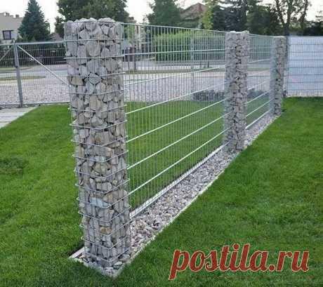 Забор из камней и сетки
