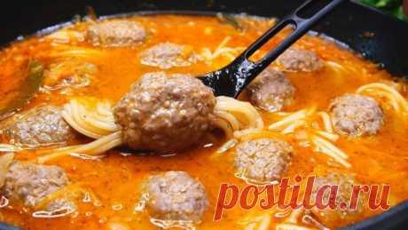 Ужин для всей семьи на каждый день: просто и быстро  Осьминожки из спагетти и фарша. Оригинальность такого блюда покоряет и взрослых и детей. Блюдо простое, можно приготовить на обед или ужин. Осьминожки получаются очень вкусными, нежными, мягкими.  Ин…