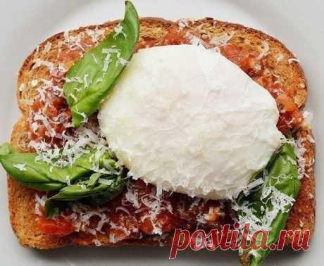 7 необычных диетических бутербродов  Основа - цельнозерновой хлеб   1. Лосось + огурец + лёгкий крем-сыр + зелёный лук  2. Капуста «кимчи» + варёное яйцо + чёрный кунжут.  3. Давленный нут + помидор + жареное яйцо.  4. Листья салата + яичный омлет + сыр чеддер.  5. Ананас + крем-сыр + кешью.  6. Консервированная или приготовленная фасоль в томатном соусе + жареное яйцо + кинза.  7. Томатный соус «маринара» + яйцо пашот + базилик + пармезан
