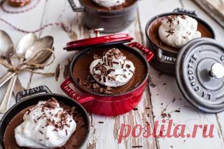 Шоколадный десерт со сливками - KitchenMag.ru Этот изысканный десерт украсит ваш праздничный стол. Необычайно нежный шоколадный крем, сливки, кокосовое молоко - это сочетание создано, чтобы дарить наслаждение. Порадуйте себя и близких.