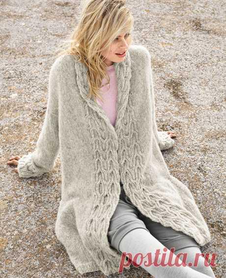 Женское пальто с рельефными планками спицами – схема вязания с описанием