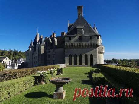 Замок Ланже. Франция