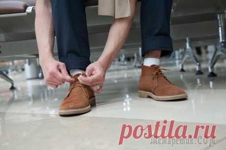 Как почистить замшевую обувь в домашних условиях Изделия из замшевой кожи отличаются особым благородным видом.Такая обувь – это не просто дань моде, а, прежде всего, комфорт при ходьбе и удобство в носке.Замшевые изделия требуют постоянного и бере...