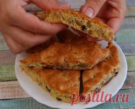 Самое простое печенье в домашних условиях 2 яйца, 2/3 стакана сахара, пакетик ванилина или ванильного сахара. 1 стакана любых орехов (измельчить и обжарить заранее), 1 стакан изюма или кураги (можно смешать по 0,5 стакана, курагу нарезать ножом на кусочки), 1 стакана просеянной муки, 10 грамм разрых.