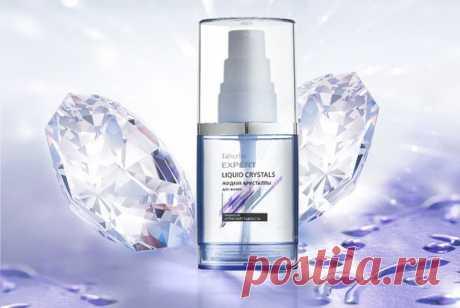 «Жидкие кристаллы» – название образное, но информативное. Чего обычно не хватает волосам? Правильно, силы и блеска. Добавить локонам сияние и прочность драгоценных камней поможет новинка от Faberlic – средство для шелковистости и кристальной красоты!  Продукт для гладкости, укрепления и «дисциплины»: – разглаживает волосы по всей длине, – уменьшает пушистость, – делает волосы мягкими и приятными на ощупь, – облегчает укладку, – не требует смывания, – создает кристальный блеск!