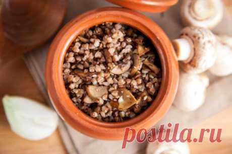 Гречка с грибами в горшочке: отличный обед или ужин Гречка с грибами в горшочке получается невероятно вкусной. Если вы ищите новый способ приготовления этого продукта, то он тут.
