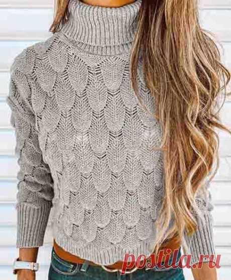 Пуловер спицами с чешуйчатым узором