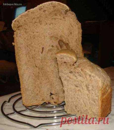 Черный хлеб Поместить продукты в форму в том порядке, как сказано в инструкции к Вашей хлебопечке. Масло порезать мелкими кусочками. Соль, сахар, какао и кофе положить в разные углы хлебопечки. Режим ржаной хлеб. Корочка – средняя. От себя я в тесто добавила 1ч. лож. тмина ( по сигналу). Добавила еще 1 ч. лож з