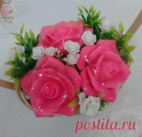 Друзья! Вот такой мыльный букет есть в наличии - яркие, ароматные розы , которые будут радовать их обладателя не один день и даже не месяц. Цена 500 р. Кому-кому, только одному?