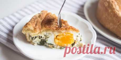 Простой сырный пирог с яйцами - Лайфхакер