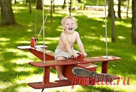 Ради такой улыбки стоит взять в руки инструмент и сделать качельки!!!