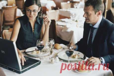 Как не упустить многомиллионный контракт за обеденным столом. 5 лайфхаков Вести переговоры за бизнес-ланчем — это целое искусство. «Короли» деловых обедов способны за час добиться подписания многомиллионного контракта, выбить для себя или компании лучшие условия и бонусы.
