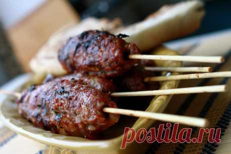 Люля-кебаб из курицы и салат с бастурмой
