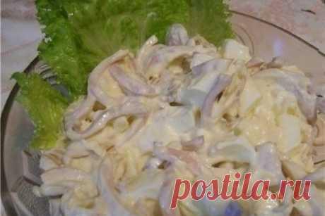 Как приготовить очень вкусный салат из кальмаров с плавленым сыром - рецепт, ингридиенты и фотографии