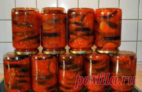 Баклажаны в аджике. Для приготовления понадобится: • баклажаны - 3 кг.; • помидоры - 3 кг.; • болгарский перец - 1 кг.; • чеснок - 2 головки; • горький перец - 2 шт.; • уксус 9% - 100 мл.; • соль - 100 гр.; • сахар - 2 стакана; • растительное масло - 1 стакан. Выход примерно 5,5-6 литров. Приготовление: 1. Помидоры, перец болгарский и горький, чеснок перекрутить в мясорубке или блендере.  2. Массу вылить в кастрюлю, в которой вы будете потом варить блюдо.  3. Добавить уксу...