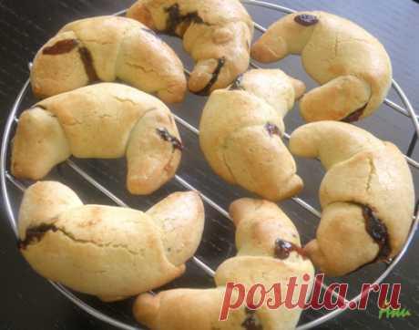 Вкуснотека: Кифлички с мармалад от сини сливи и орехи