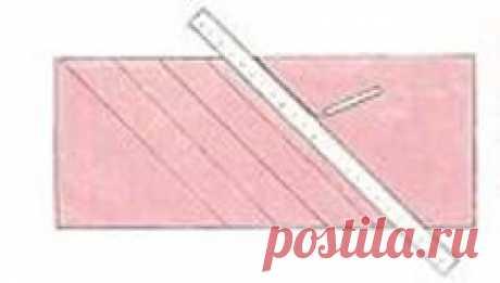 Изготовление букета роз из ткани для штор Пришейте букет роскошных роз из ткани в качестве украшения на подхват, ламбрекен или на провисший край занавески. Такой букет цветов из ткани не завянет никогда. Посмртрите видео в конце статьи. : Цветы из ткани для начинающих. Мастер класс. В видео подробно показано как крутить розу из ткани. А теперь посмотрите мастер класс в картинках: Букет состоит из цветов и бутонов, окруженных несколькими листьями. Розы изготавливают из поло...