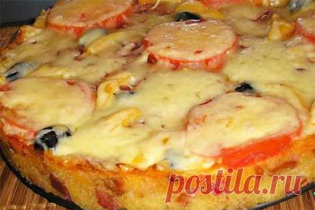 """Pie (pizza) \""""Guests on a threshold\"""""""