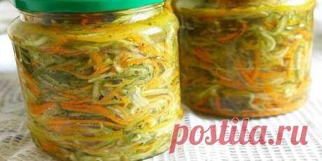 Салат на зиму «Огурцы по-корейски с морковью».  Если у вас переросли огурцы — не беда — из них можно сделать очень вкусный салат на зиму! Слишком желтые, конечно, лучше не брать, а остальные смело «пускайте в ход».