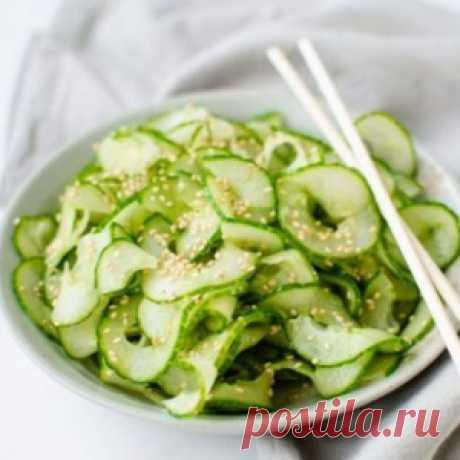 5 необычных и полезных салатов с огурцом