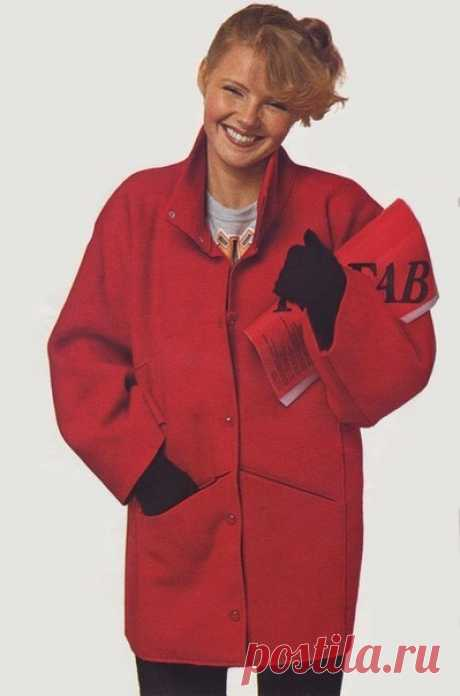 Оригинальное пальто из одного куска ткани.