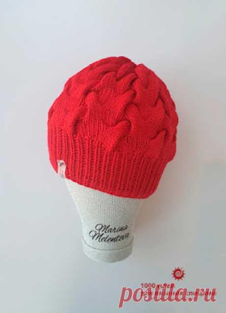 + Женская шапка с объёмными косами на спицах +как связать шапку с косами на спицах схемы и описание +как связать подкладку для шапки спицами +шапка на круговых спицах без шва на 56 размер +красная шапка спицами женская