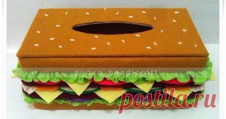 Kotak Tisu Flanel - Burger 01 Kotak tisu flanel unik berbentuk burger. Cocok untuk menhiasi rumah anda.