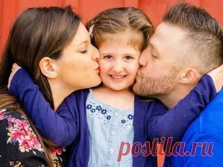 Психолог Лариса Суркова рассказала, какие слова и ритуалы помогут улучшить отношения в семье