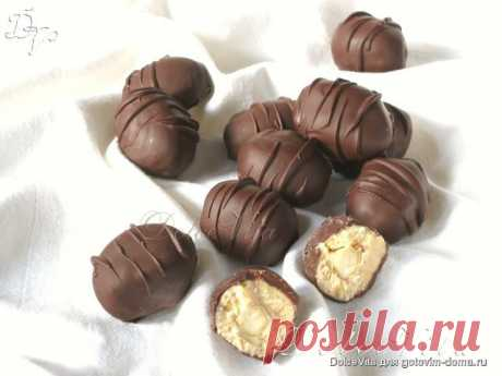 Catànies.  Катаниас - это испанские шоколадные конфеты с начинкой-пралине из белого шоколада и миндаля в карамели. В оригинальном рецепте конфеты не покрываются тёмным шоколадом, а обваливают в какао. Но в шоколаде же вкуснее)