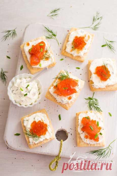Закусочные слойки со сливочным сыром и лососем - пошаговый рецепт с фото на Готовим дома