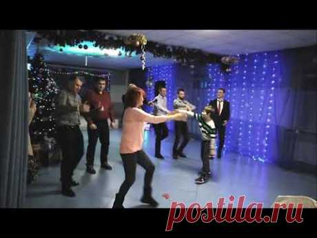 Горячие мужские танцы.. Это надо видеть!!