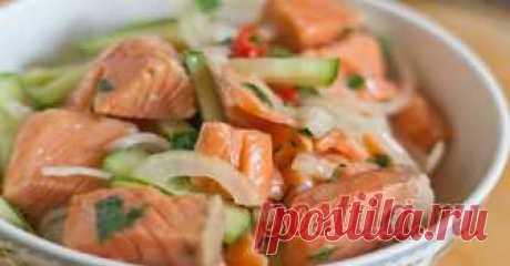 Салат из рыбы по-корейски - У нас так Салат из рыбы по-корейски Хе — национальная корейская закуска-салат, которую готовят из овощей с птицей, мясом или рыбой путем маринования. Для приготовления хе подойдет любая не костлявая рыба:...