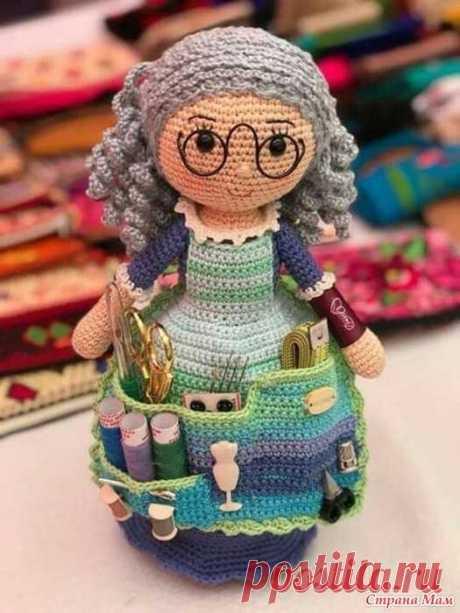 Кукла помощница крючком — мастер-класс Несколько лет я любовалась этой фотографией, которую нашла на просторах Интернета (описания там не было). Очень хотела себе связать подобную, но по фотографии у меня не получилось.
