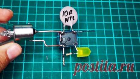 Любопытная схема простейшего устройства плавного пуска на реле без транзисторов и микросхем Любопытное устройство выполнено в виде простейшего дискретного регулятора и предназначено для двухступенчатого увеличения электрической мощности, подаваемой на лампочку или иную нагрузку от источника постоянного тока. В момент подачи напряжения питания регулятор принудительно ограничивает ток,