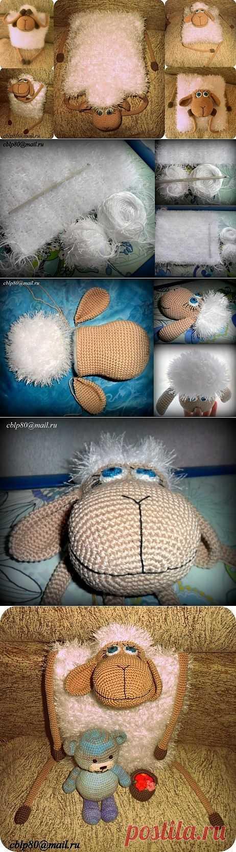 Вязаная подушка-игрушка Овечка крючком.