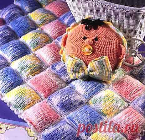 Подушка-игрушка и плед. Вязаная крючком подушка для развития ребенка.