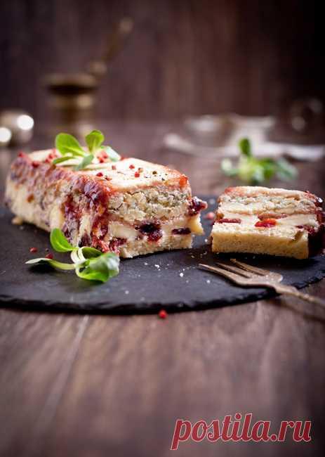 Сырный террин с сушеной клюквой и конфитюром из красной смородины. (Рецепт по клику на картинку).