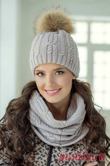 Комплект: снуд и шапочка спицами. Модный женский комплект снуд и шапка спицами Комплект: снуд и шапочка спицами. Модный женский комплект снуд и шапка спицами