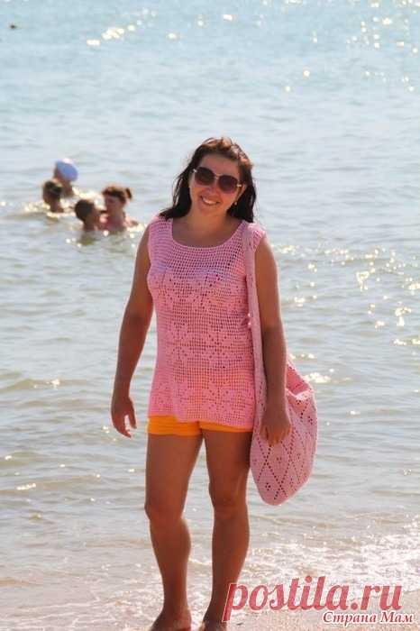 Туника пляжная из льна В этом году на пляж связалась у меня туника с сумочкой.  Туника: пряжа лён, ушло 300 грамм; сумочка: пряжа COCO хлопок ушло 300 гр(вязала в 2 сложения) крючок1,8.