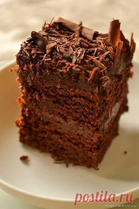 Влажный шоколадный торт.